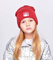 Дитяча шапочка подвійна тканина, прикрашена пришивной фурнітурою.