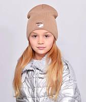 Дитяча шапочка подвійна тканина, прикрашена пришивной фурнітурою. т. беж