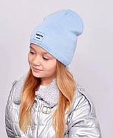 Дитяча шапочка подвійна тканина, прикрашена пришивной фурнітурою. блакитний