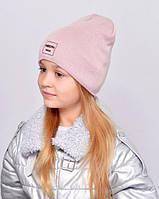 Дитяча шапочка подвійна тканина, прикрашена пришивной фурнітурою. пудра