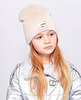 Дитяча шапочка подвійна тканина, прикрашена пришивной фурнітурою. св. беж