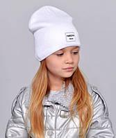 Дитяча шапочка подвійна тканина, прикрашена пришивной фурнітурою. молочний
