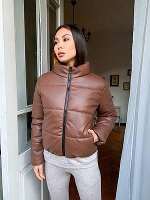 Модна жіноча коричнева куртка з екошкіри