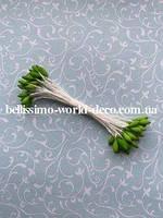 Тычинки зеленые на белой нитке, каплевидные