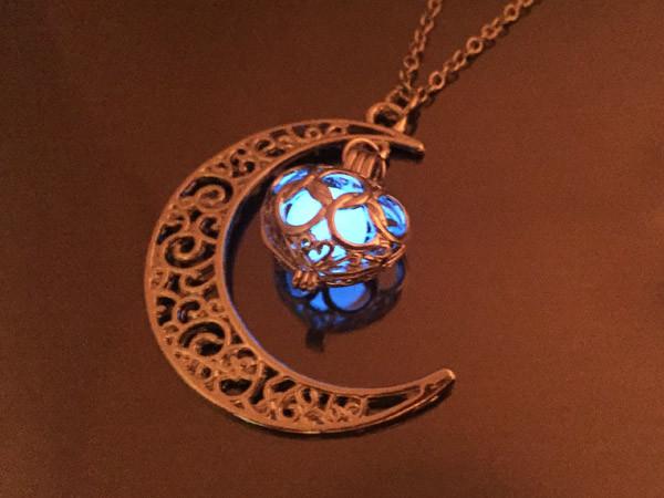 Кулон Луна с голубым камнем, светится  в темноте