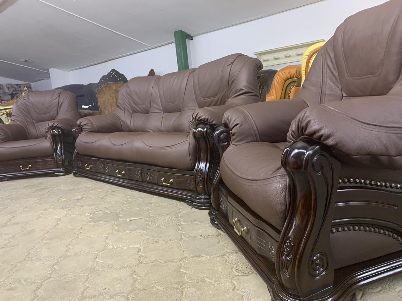 Комплект кожаной мебели диван тройка и два кресла. Гризли.