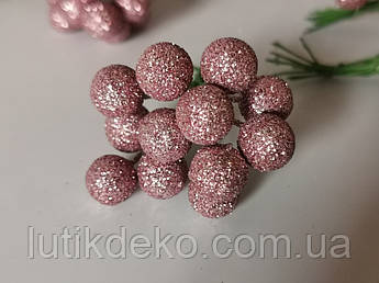 Искусственные ягоды. Бутоньерка ягода пудровая