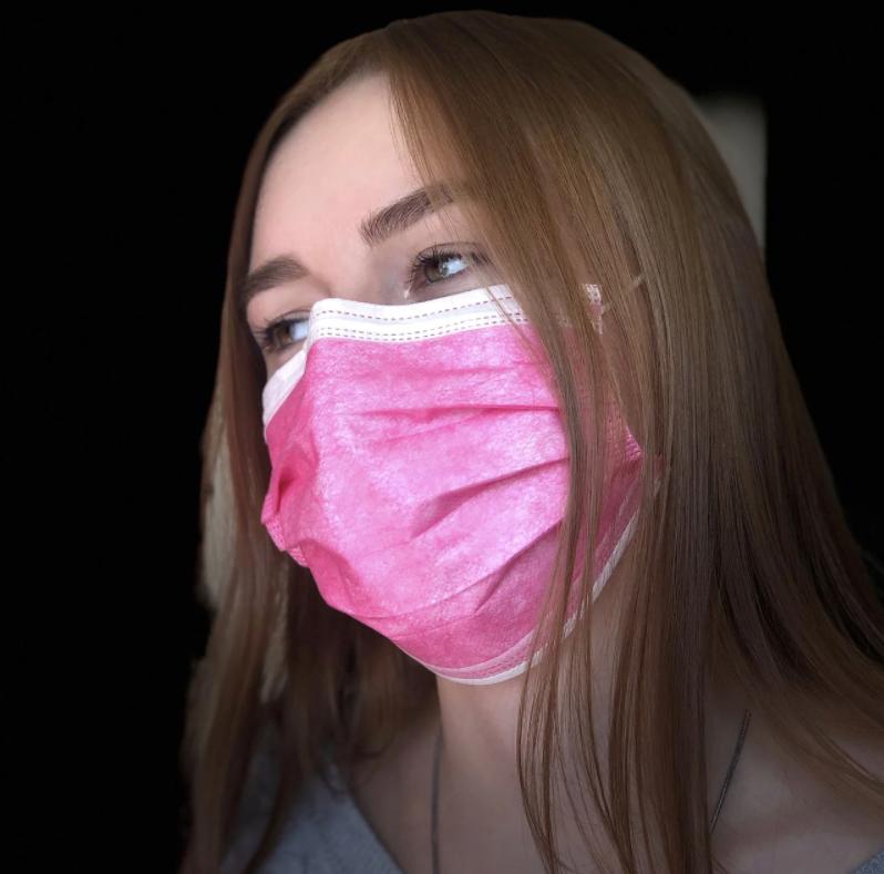 Одноразові маски рожеві, тришарові із затиском. Упаковка 50 шт