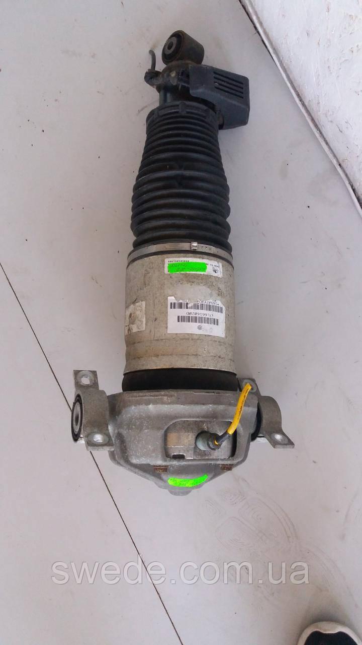 Пневмостойка задняя правая Volkswagen Touareg 2002-2010 гг 7L6616020D
