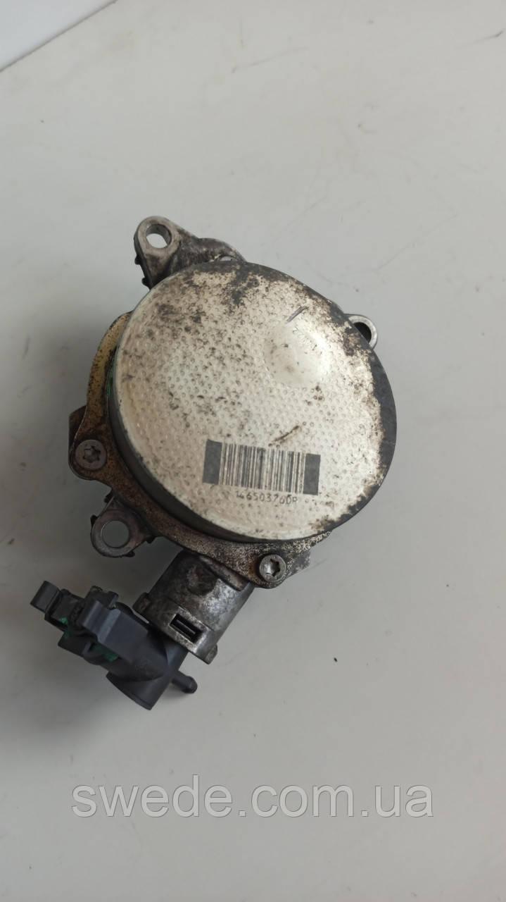Вакуумный насос Renault Trafic III 1.6 dci 2014 гг 146503760R