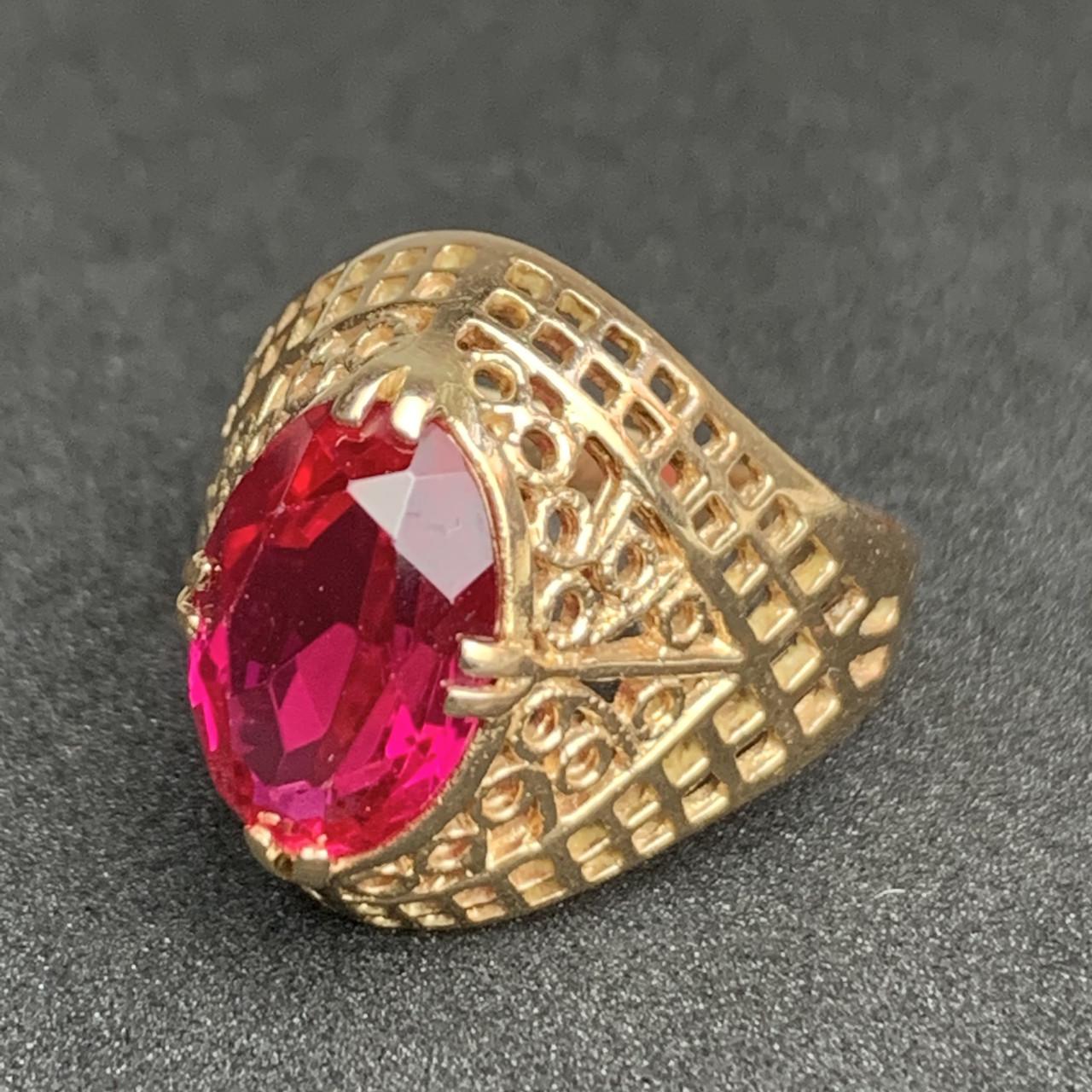 Золотое кольцо с рубином 583 пробы, вес 5.30 г. Б/у. Продажа по Украине