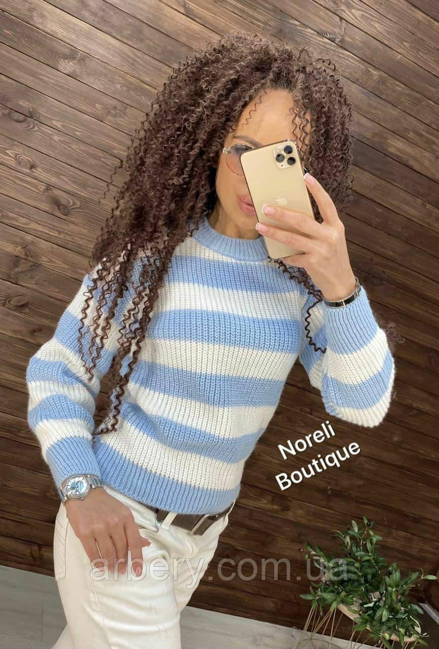 Женский вязанный свитер в полоску