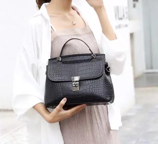 Женская сумка в наборе 2 в 1 сумка + кошелек , экокожа под крокодила, черный