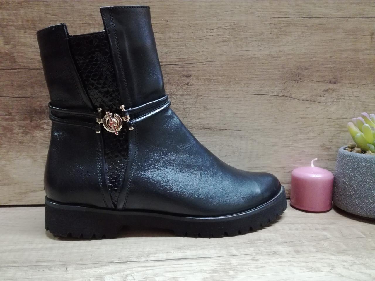 Демисезонные  ботинки из натуральной кожи на низком ходу.