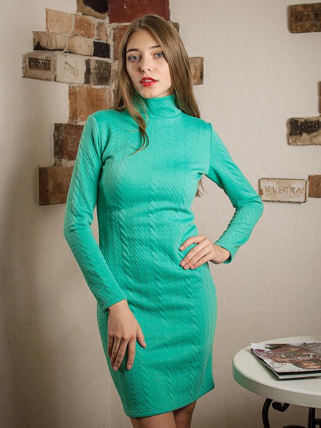 теплое платье-гольф, зимнее платье в обтяжку, платье с узором косичка