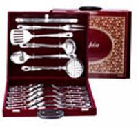 """Подарочный набор чемодан """"Роял """" 30 предметов (ложка дес,вилка дес,ложка чай И нож дес.+6 кух предметов)"""