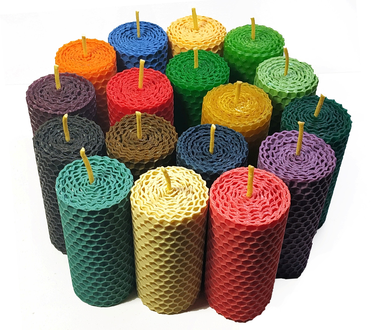 Свечи катаные из цветной вощины  высота 8.5 см диаметр 4 см время горения 3 часа