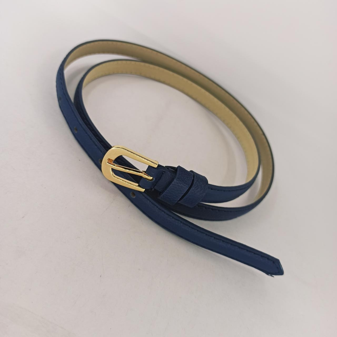 Классический тонкий синий женский ремень 10 мм из качественной искусственной кожи. Модель PW036.