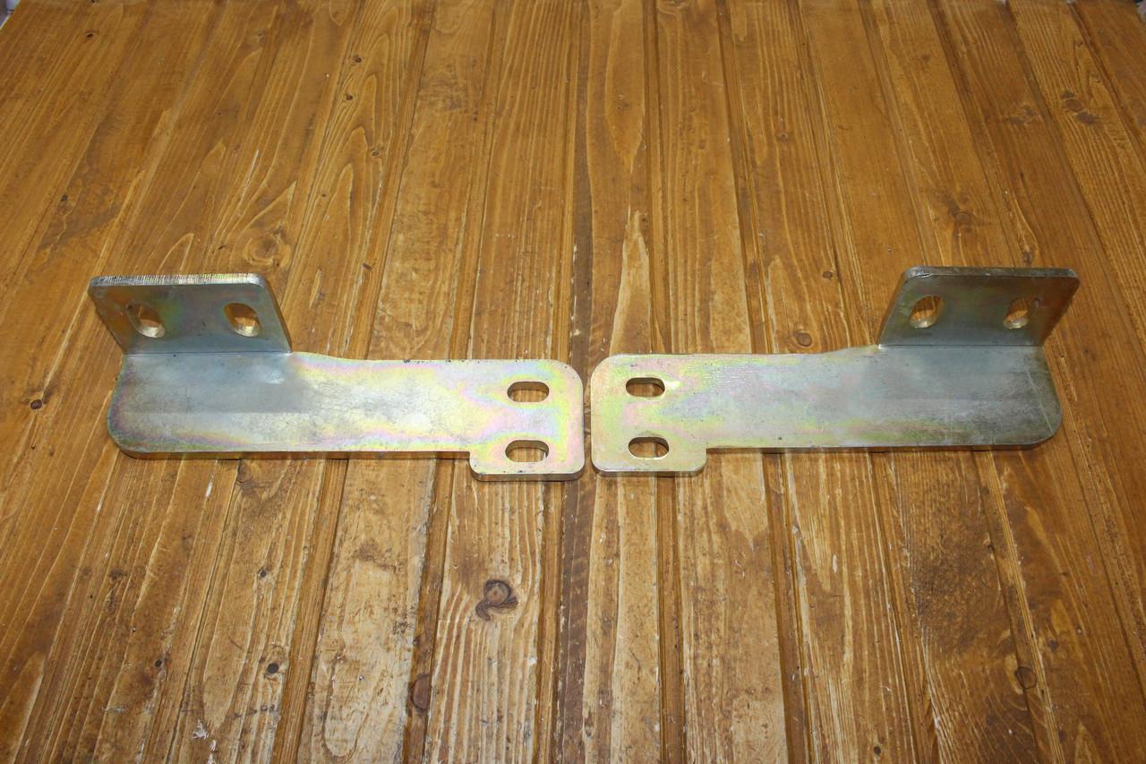 Комплект кронштейнів кріплення двохсторонього циліндра МТЗ 80