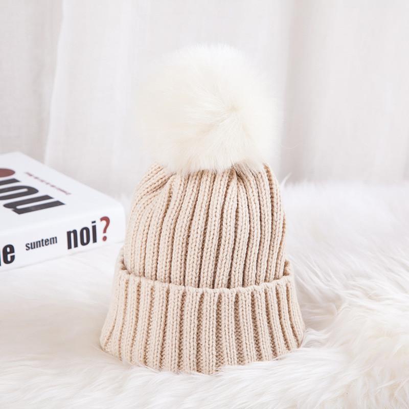 Яркая шапка на малыша с помпоном