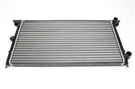 Радиатор охлаждения Volkswagen Sharan 1995-2000 (2.0) 645*377*34мм по сотах
