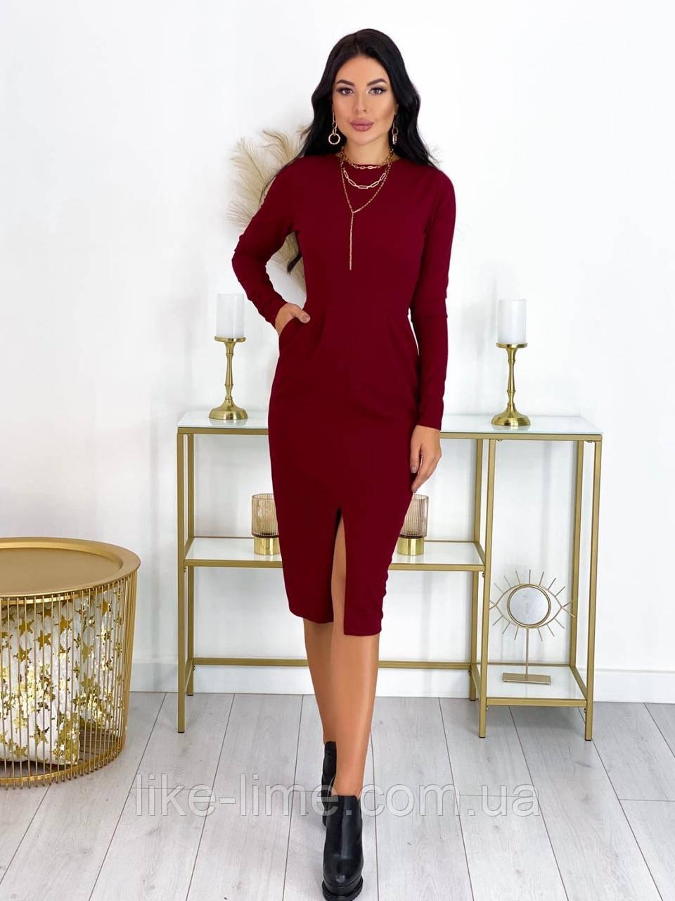 Женское стрейчевое платье с вырезом