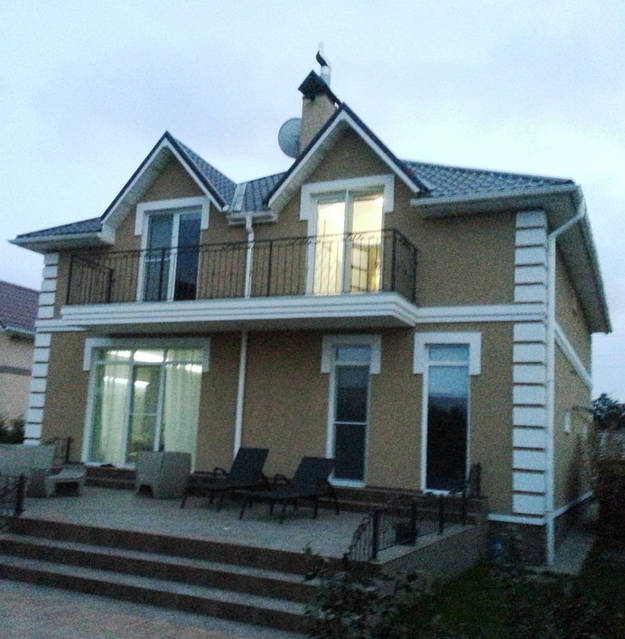 Выполнение работ по улучшению естественной вентиляции дома.