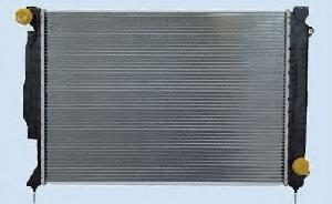 Радиатор охлаждения Audi A4 2000-2006 (2.5TDI АКП) 630*412*32мм плоские соты KEMP