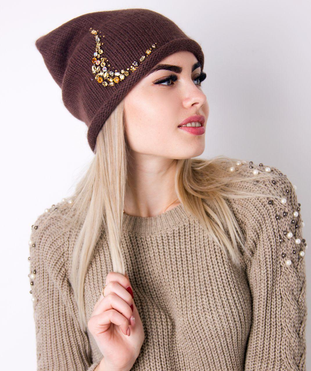 Жіноча шапка з камінням
