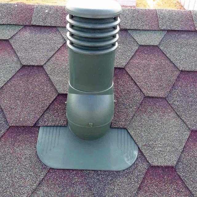 Монтаж вентиляционного дефлектора в крышу из битумной черепицы.