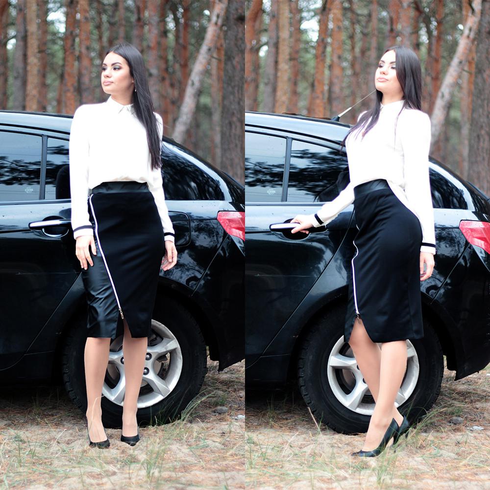 Женская строгая трикотажная юбка со вставкой из эко-кожи