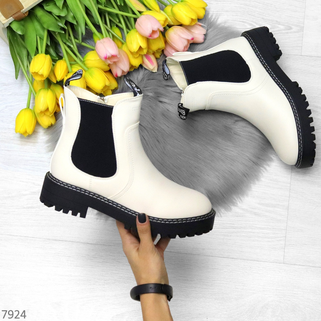 Стильные молодежные бежевые зимние женские ботинки челси