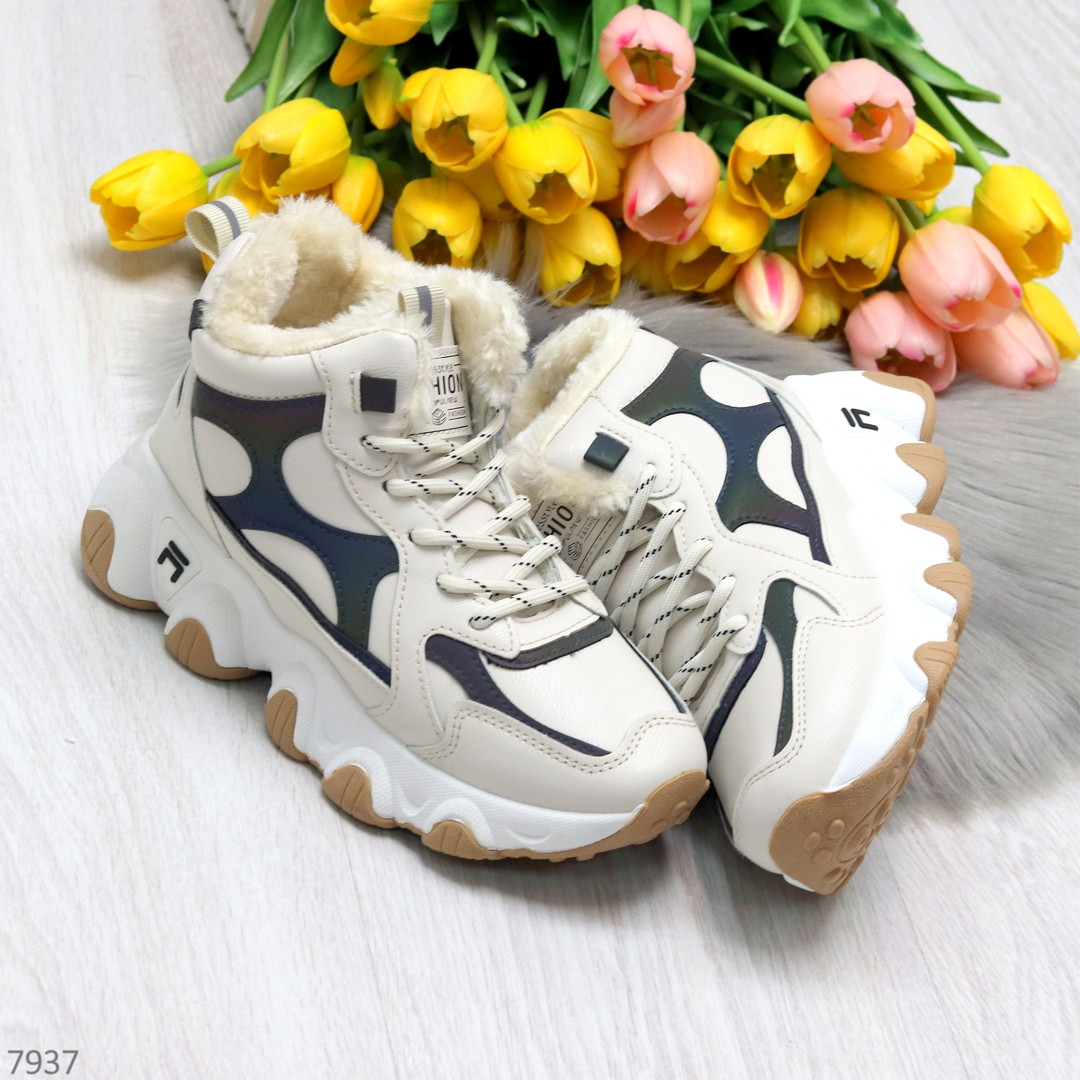Бежевые зимние женские кроссовки с рефлективными светоотражающими вставками