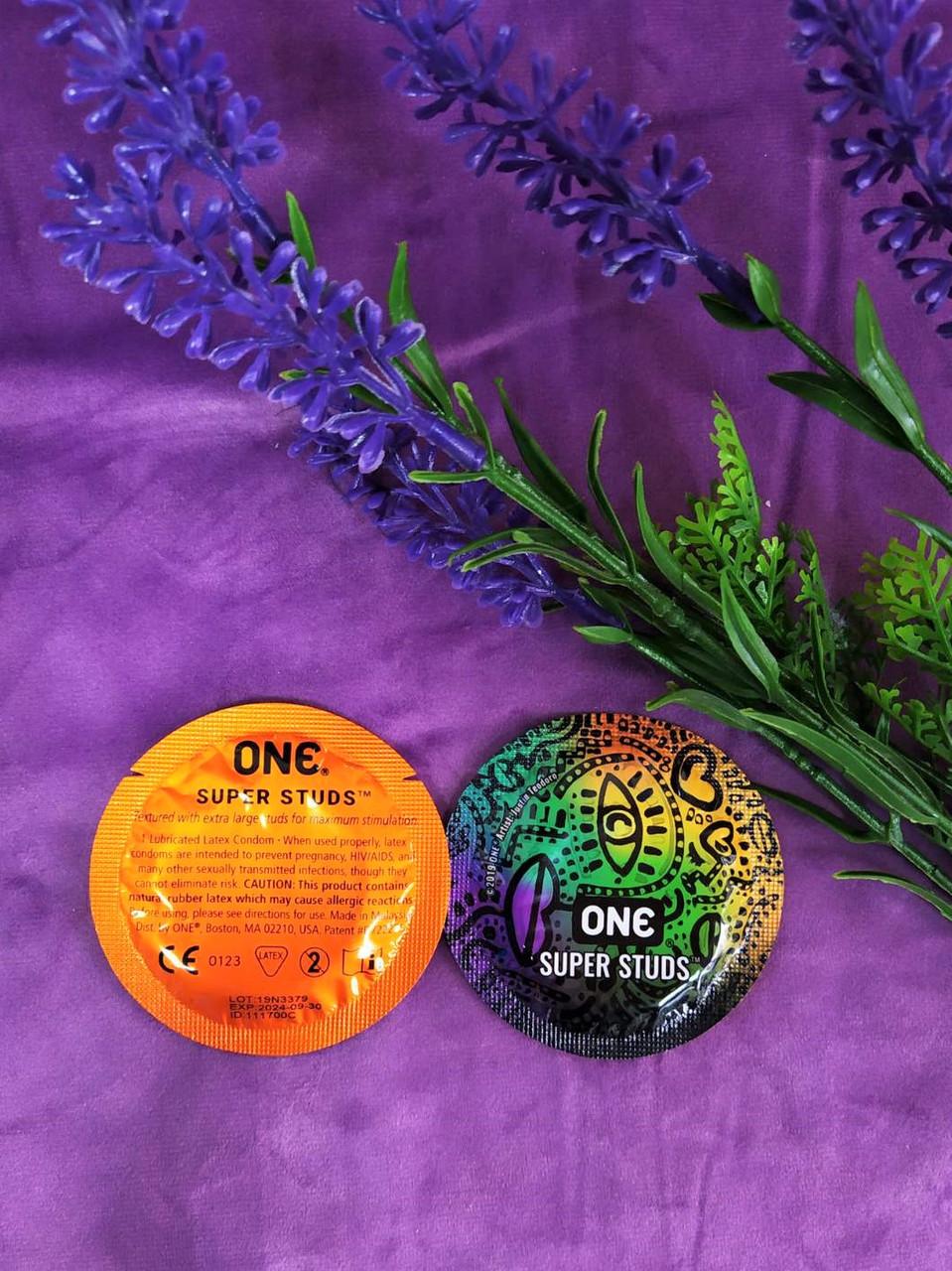 Презервативы ONE Super Studs (точечные) (по 1 шт)