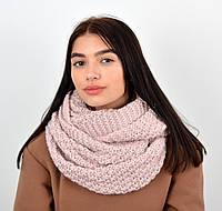 Вязаный женский шарф снуд пудрового цвета.