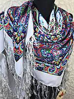 Шерстяной белый платок с ярким рисунком большого размера