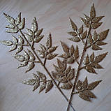 Ветка новогодняя золотая с листьями (7 пятилистиков), фото 3