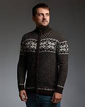 Коричневый мужской свитер на молнии с классическим орнаментом