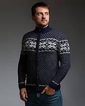Темно-синий мужской свитер на молнии с классическим орнаментом
