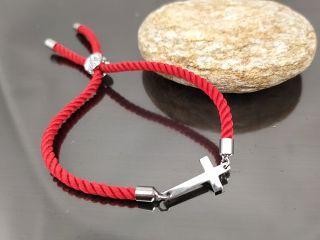 Браслет Крест малый на красном шнурке, цвет стальной