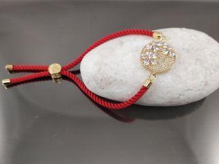 Браслет Цветы в круге с цирконами на красном шнурке, цвет золото