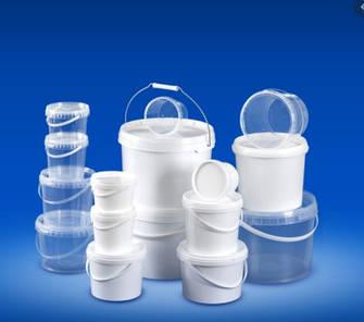 Пластиковые контейнеры и вёдра