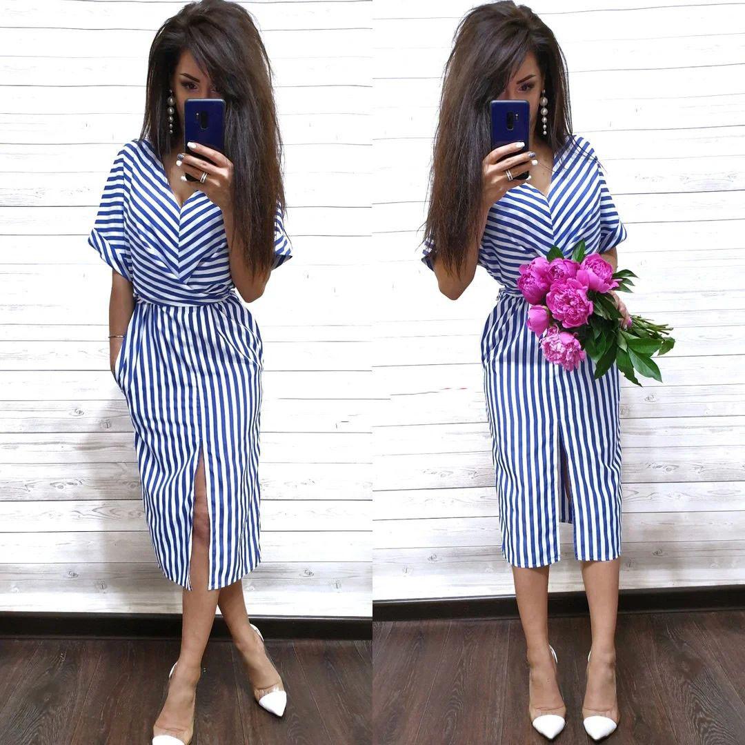 Стильное летнее платье в полоску из хлопка с разрезом