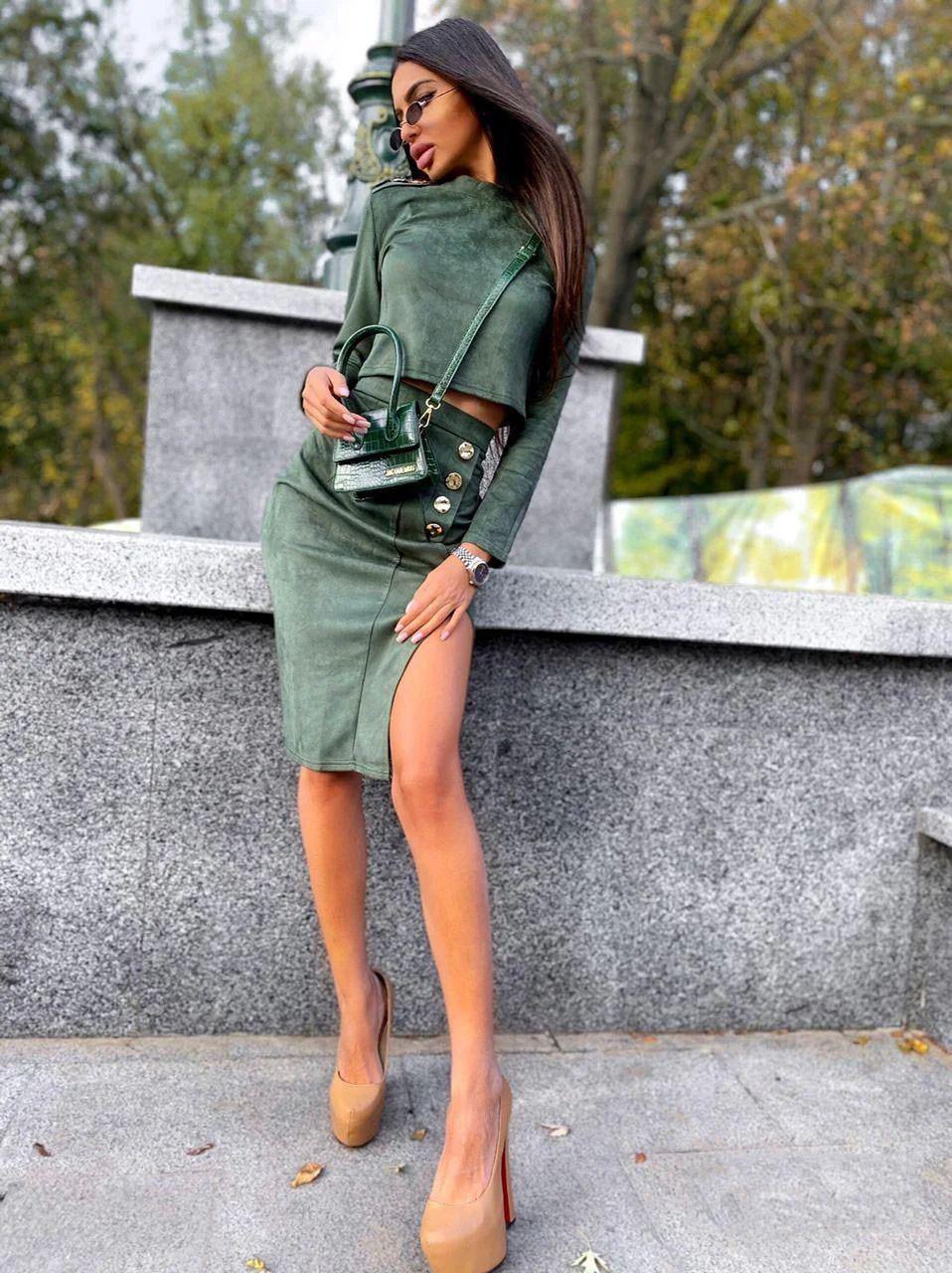 Костюм юбка с разрезом и кофта с рукавами замша