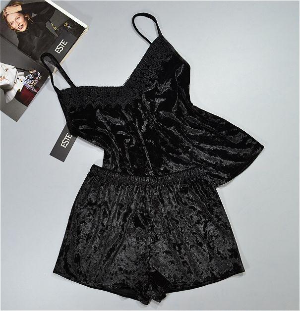 Пижама женская  велюровая с кружевом Este. Комплект майка и шорты.