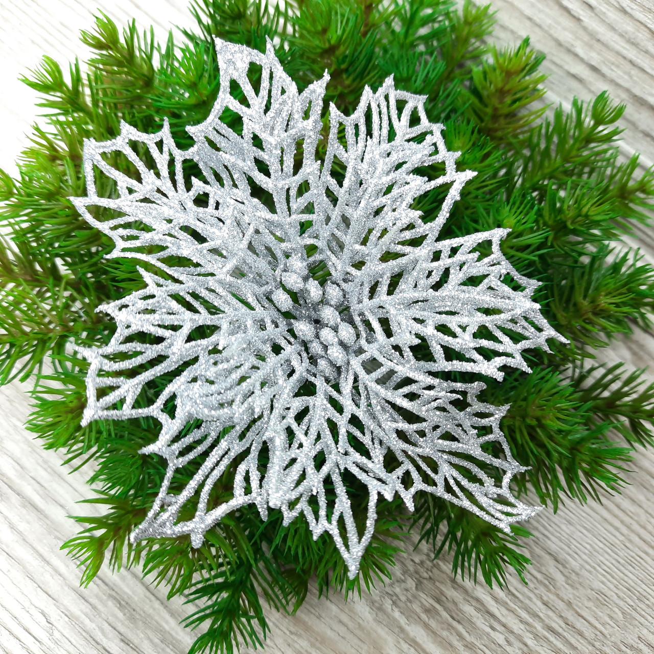 Цветок пуансетия резной, цвет серебро.