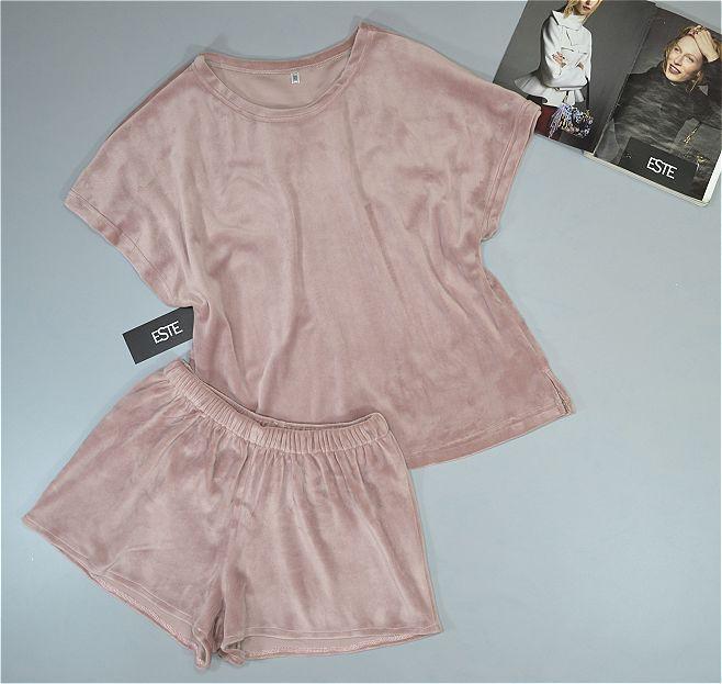 Пижама женская Este. Комплект футболка и шорты из микро-велюра бежевый.