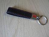 Брелок хлястик Suzuki 117мм 15г черный кожзам эмблема Сузуки черная и красная Уценка  на авто ключи, фото 6