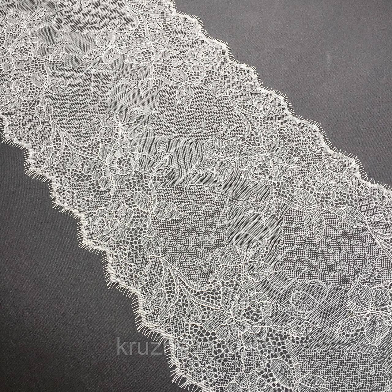 Ажурне французьке мереживо шантильї (з віями) лляного відтінку, шир.22 см, довжина купона 1,40 м.