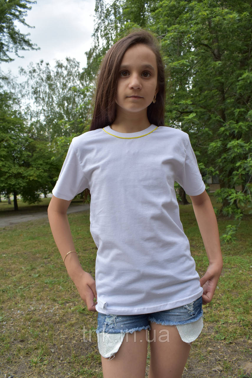 Детские белые футболки с желтым кантиком